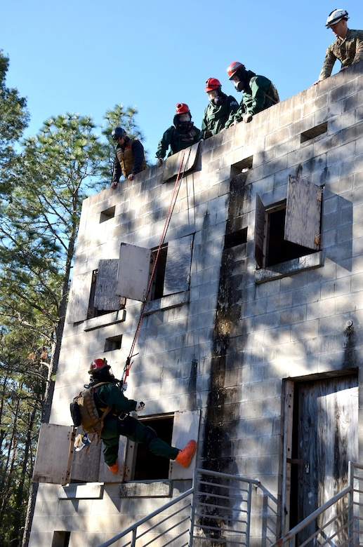 Soldiers with Kentucky National Guard's CBRNE Enhanced Response Force Package, or CERFP, repel off the top of a building to rescue a simulated victim during an exercise evaluation at Camp Blanding, Fla., Jan. 10, 2019. The CERFP was tasked with responding to a 10-kiloton nuclear explosion, establishing a support zone, searching the hot zone for victims, extracting and decontaminating the victims, and providing medical assistance. (U.S. Army National Guard photo by Sgt. Taylor Tribble)