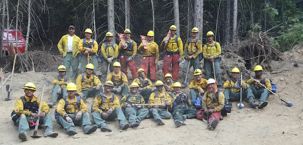 Group photo of Washington National Guard members and civilian wildfire fighters working together at the Sheep Creek Fire in August 2018.