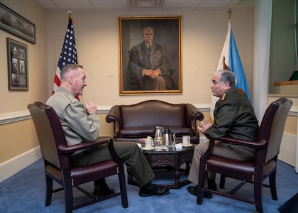 Chairman of the Joint Chiefs of Staff Gen. Joe Dunford met with Argentine Chief of Defense Gen. Bari del Valle Sosa in the Pentagon, Washington, D.C., April 5, 2019.