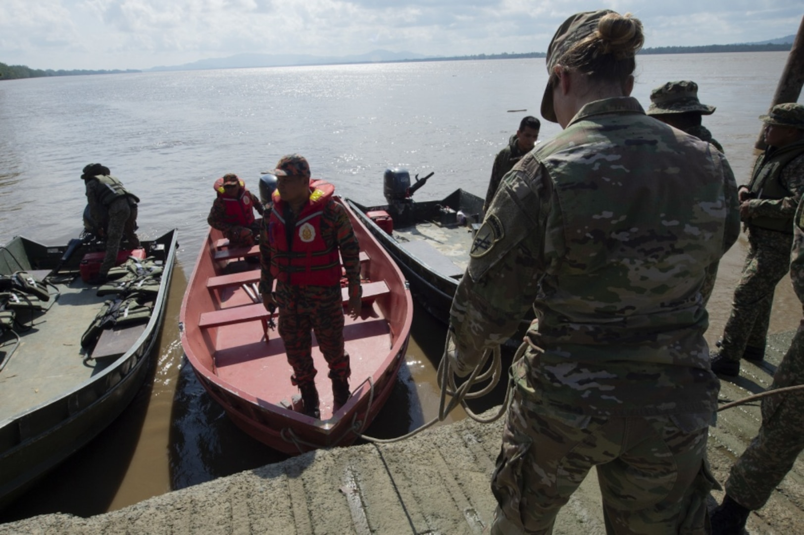 KUCHING, Malaysia (April 7, 2019) – U.S. Army Capt. Perry Foster, assigned to Pacific Partnership 2019, assists Malaysian first responders as they dock their boats during a field training exercise. The event gives local civil response units an opportunity to practice their reaction to a simulated flood disaster with the assistance of partner nation military personnel. Pacific Partnership, now in its 14th iteration, is the largest annual multinational humanitarian assistance and disaster relief preparedness mission conducted in the Indo-Pacific. Each year the mission team works collectively with host and partner nations to enhance regional interoperability and disaster response capabilities, increase security and stability in the region, and foster new and enduring friendships in the Indo-Pacific. (U.S. Navy photo by Mass Communication Specialist 2nd Class William Berksteiner)