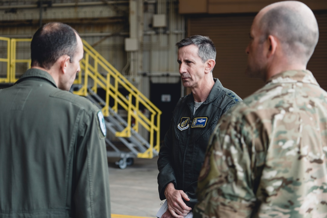 5th Air Force, USFJ Commander visits Team Kadena
