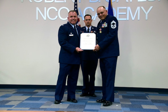 433rd Maintenance Group chief retires