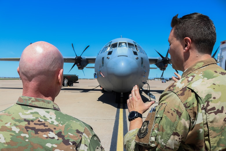 18th AF leadership visits Dyess