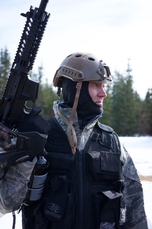 Alaska Air Guardsmen train in Tactical Combat Casualty Care .