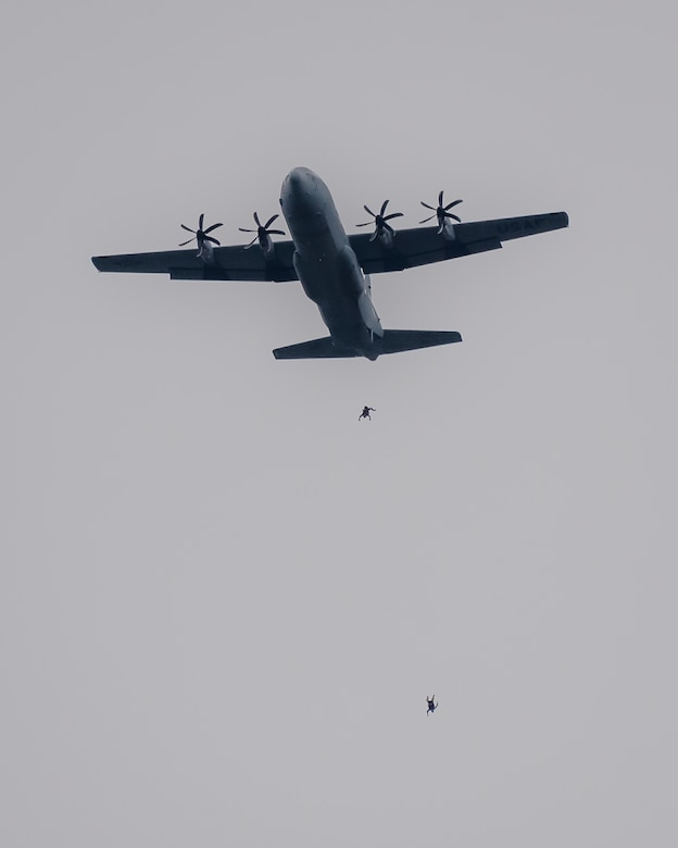 Special Operators from the Kentucky Air National Guard's 123rd Special Tactics Squadron parachute into the Ohio River from a U.S. Air Force C-130J Hercules aircraft during the annual Thunder Over Louisville airshow in Louisville, Ky., April 13, 2019. Hundreds of thousands of spectators turned out to view the event, which has grown to become one of the largest single-day air shows in North America. (U.S. Air National Guard photo by Dale Greer)
