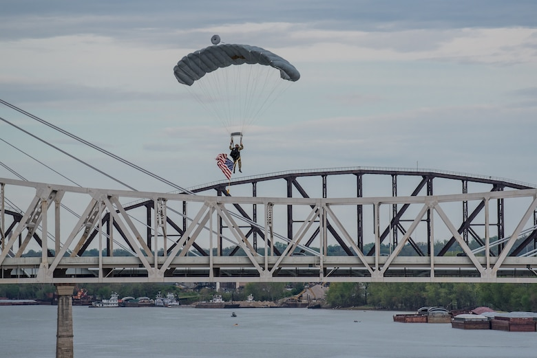 A Special Operator from the Kentucky Air National Guard's 123rd Special Tactics Squadron parachutes into the Ohio River during the annual Thunder Over Louisville airshow in Louisville, Ky., April 13, 2019. Hundreds of thousands of spectators turned out to view the event, which has grown to become one of the largest single-day air shows in North America. (U.S. Air National Guard photo by Dale Greer)