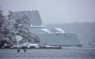 USS Zumwalt being prepared for the launch day