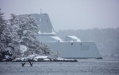 USS Zumwalt being prepared for the launch day