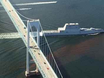 Uss Zumwalt saiing under the Pell Bridge.