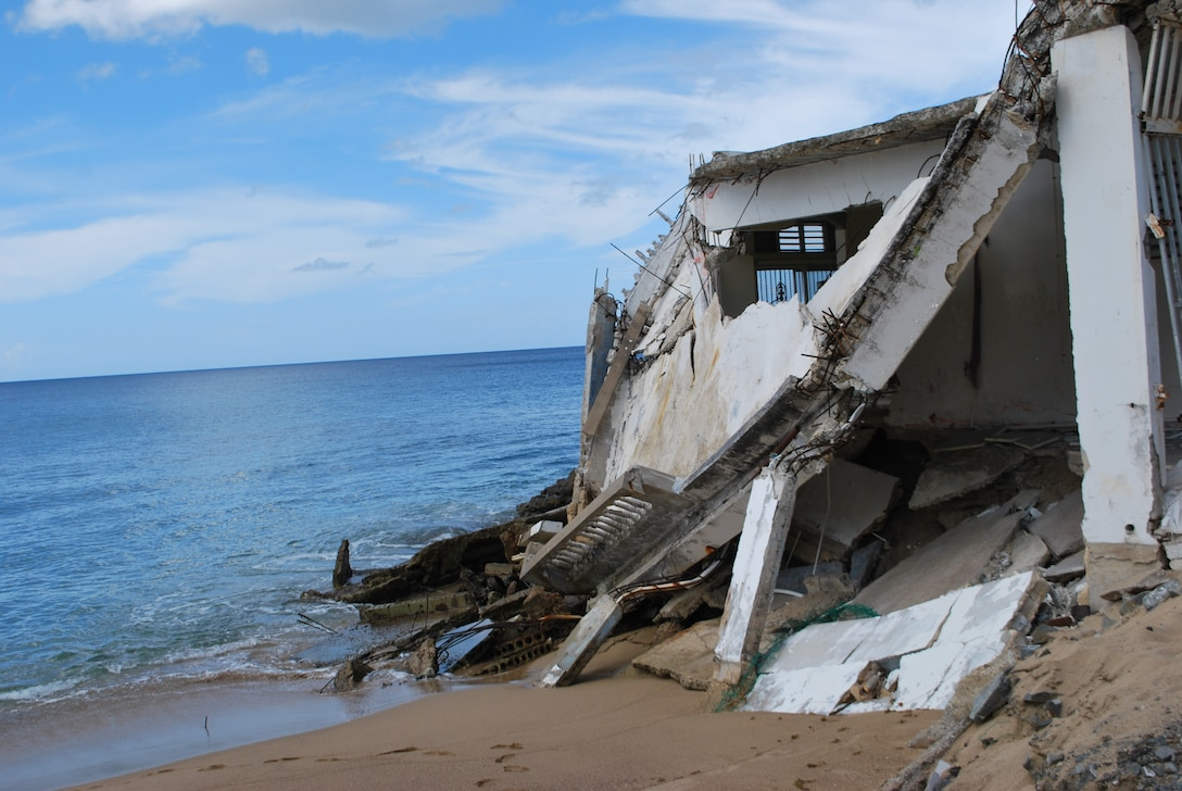 damage beach house falling to the water