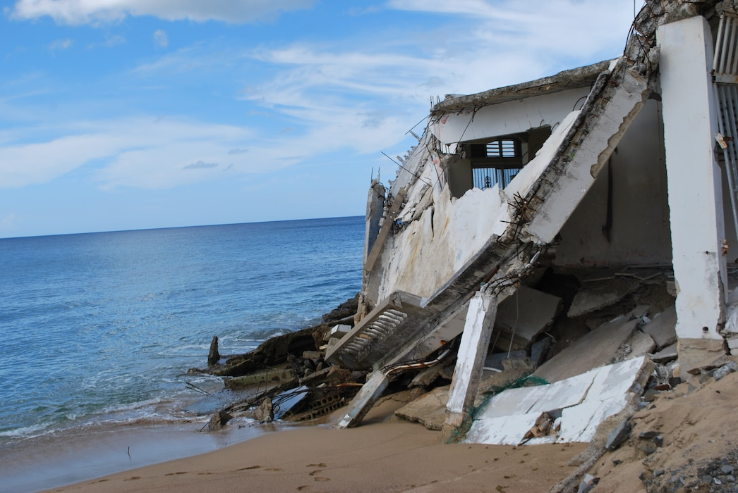 damage beach house falling to the water in Rincon