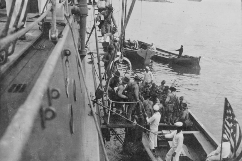 USS Florida's Marines embark into Veracruz, Mexico