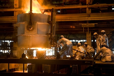 CVN78 strut pour in foundry. Photo by Chris Oxley