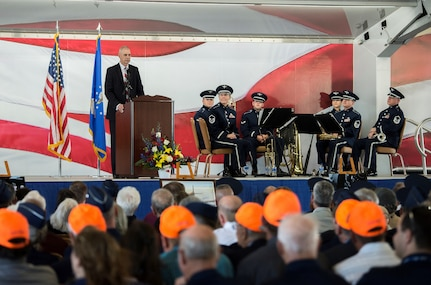 "Richard Cole, son of retired U.S. Air Force Lt. Col. Richard ""Dick"" E. Cole, speaks to attendees during a memorial service for his father at Joint Base San Antonio-Randolph April 18. The last surviving Doolittle Raider and a founding Airman of the USAF Special Operations community, Lt. Col. Cole passed away April 9 in San Antonio."
