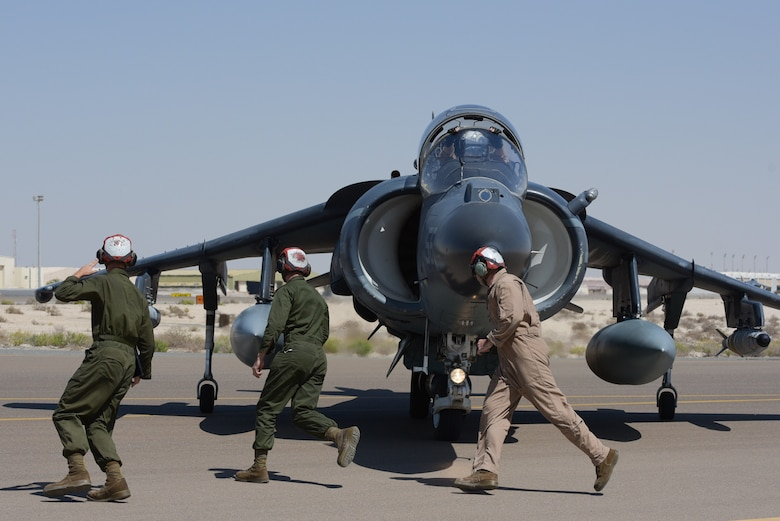 Maintainers from the 22nd Marine Expeditionary Unit run from wing to wing to de-arm ordnance from the AV-8B Harrier II after landing April 16, 2019, at Al Dhafra Air Base, United Arab Emirates.