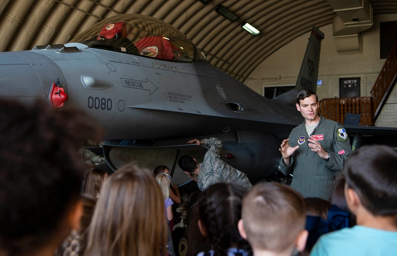 Spangdahlem Elementary School visits 480th FS