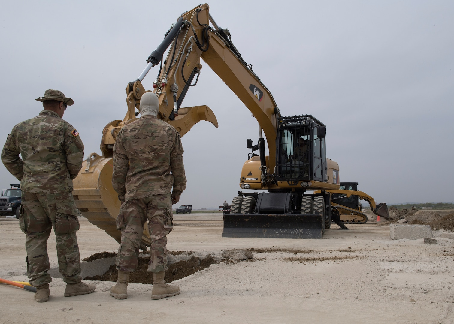 Osan Eengineers, 554th Red Horse Squadron Team Up for Training