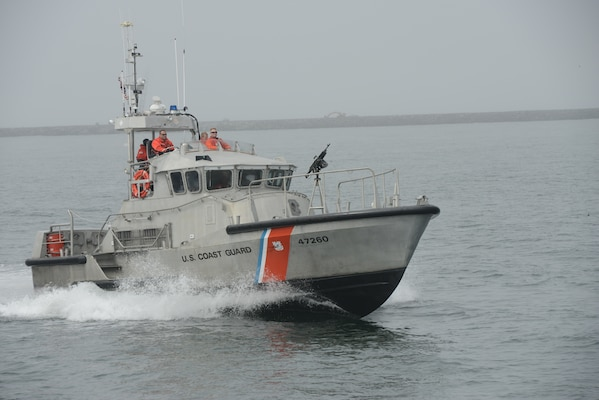 A Coast Guard boat crew aboard a 47-foot Motor Life Boat with a mounted M-240 weapon system returns to its base in Ilwaco, Wash., after a training exercise was cancelled, Aug. 29, 2018.