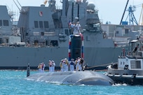PEARL HARBOR -- Los Angeles-Class fast-attack submarine USS Santa Fe (SSN 763) and its crew arrive at Joint Base Pearl Harbor-Hickam, after completing their latest deployment, April 22. (U.S. Navy Photo by Mass Communication Specialist 1st Class Daniel Hinton)