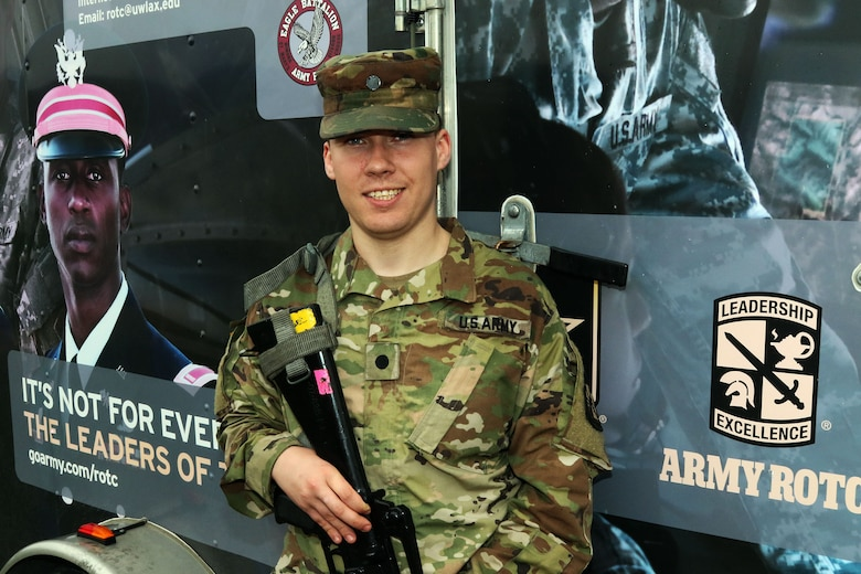 Army Reserve Cadet Benefits From $40,000 Scholarship