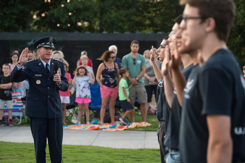 CSAF administers the oath of enlistment to Air Force recruits