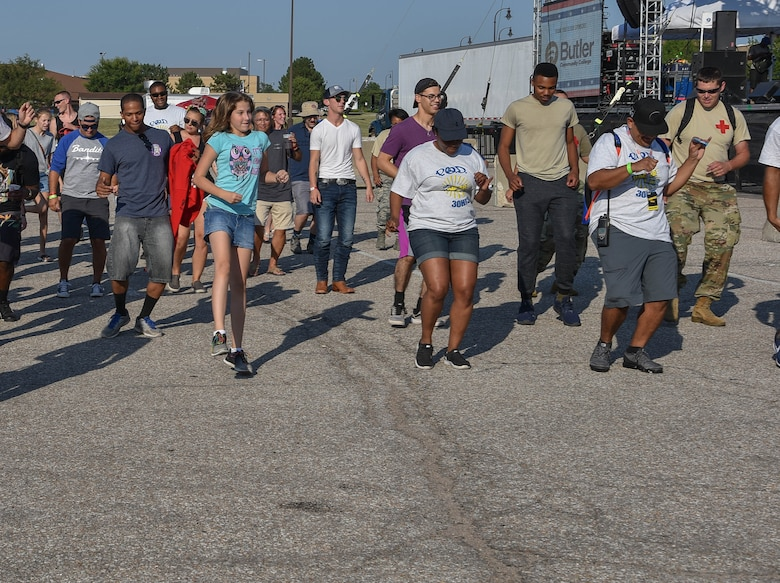 A crowd of attendees do the cupid shuffle before the live music
