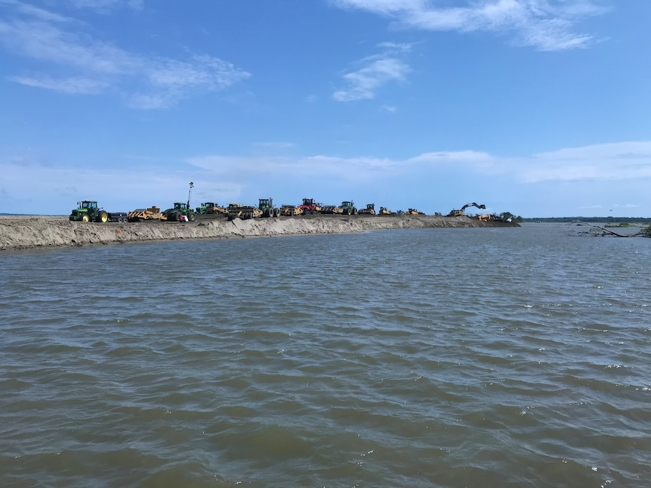 USACE contractor working to move material and close the northern breach on levee L-550 July 31, 2019.