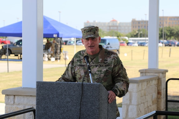 The 4th ESC bids farewell to a commanding general