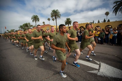 The new Marines of Echo Company, 2nd Recruit Training Battalion, conduct a motivational run at Marine Corps Recruit Depot San Diego, Aug. 1.