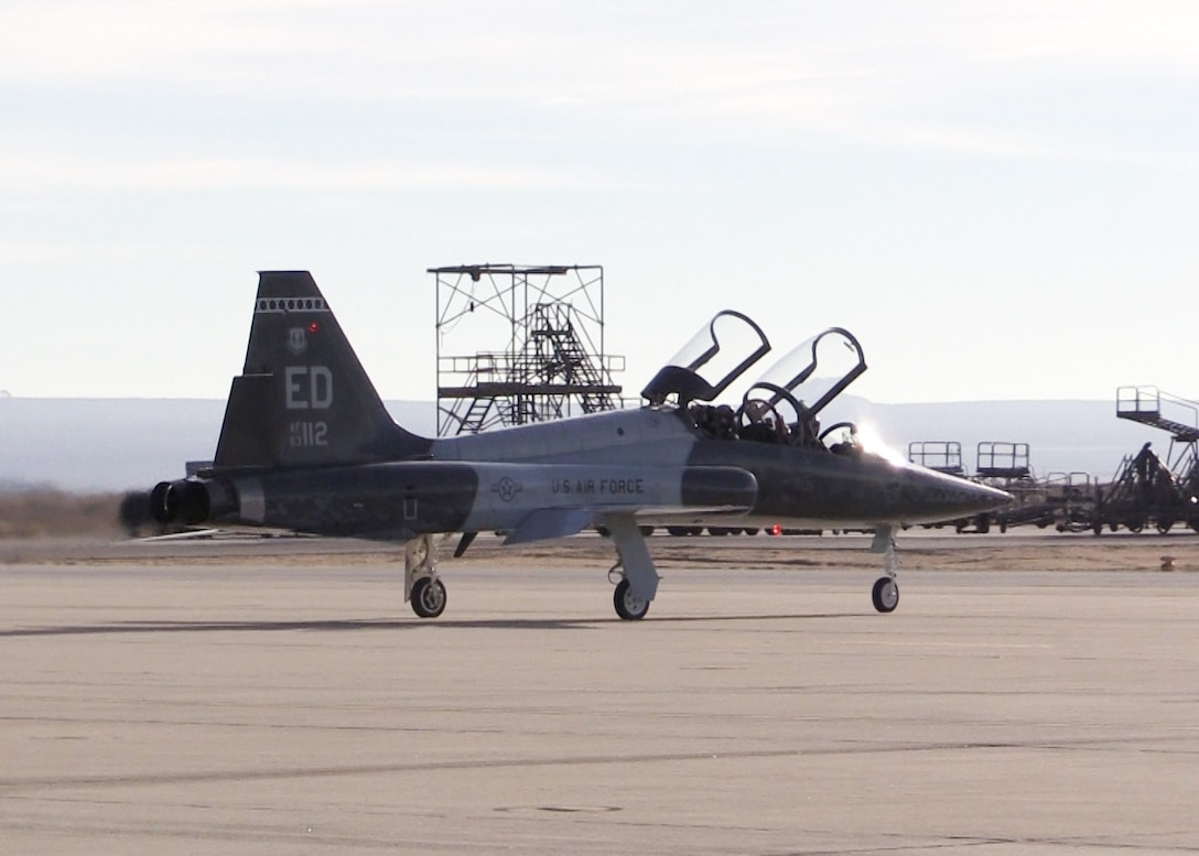A T-38 Talon assigned to the U.S. Air Force Test Pilot School taxis at Edwards Air Force Base, California. (U.S. Air Force photo by Dawn Waldman)