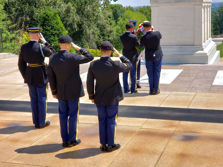 74th Dive Detachment lays wreath at the Tomb of the Unknown Soldier