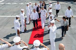 Adm. Craig S. Faller and Panamanian President Laurentino Cortizo board USNS Comfort.