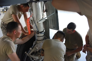 362nd Training Squadron instructor and students review lower torque arm of an A-10 at Sheppard AFB, TX.