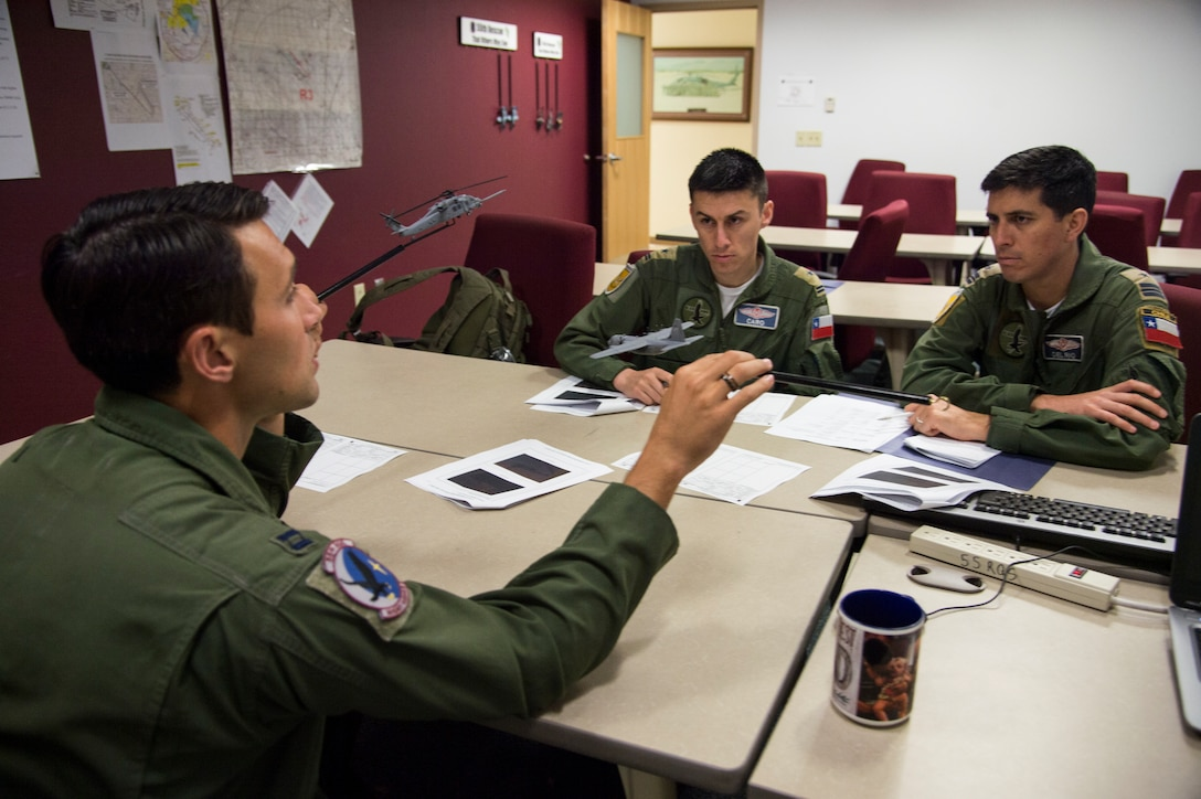 Chilean, US Air Forces share helicopter expertise