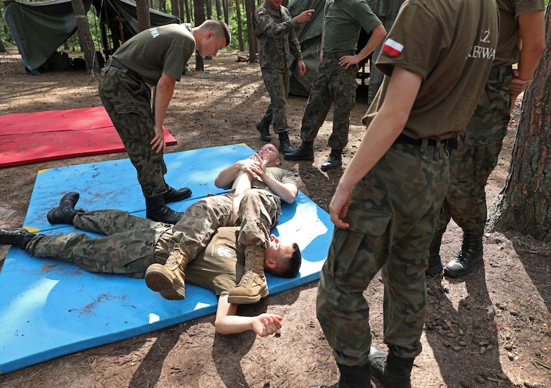 U.S. Soldiers train Poland's future defenders