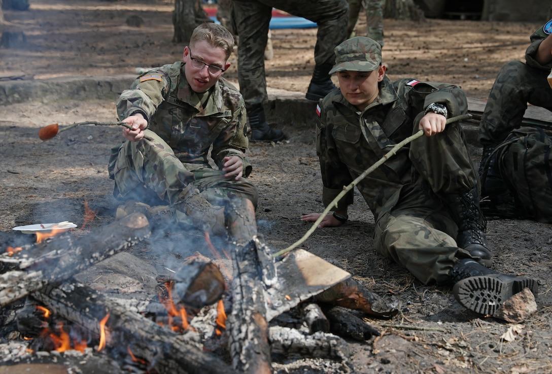 U.S. Soldiers train Poland's future defenders
