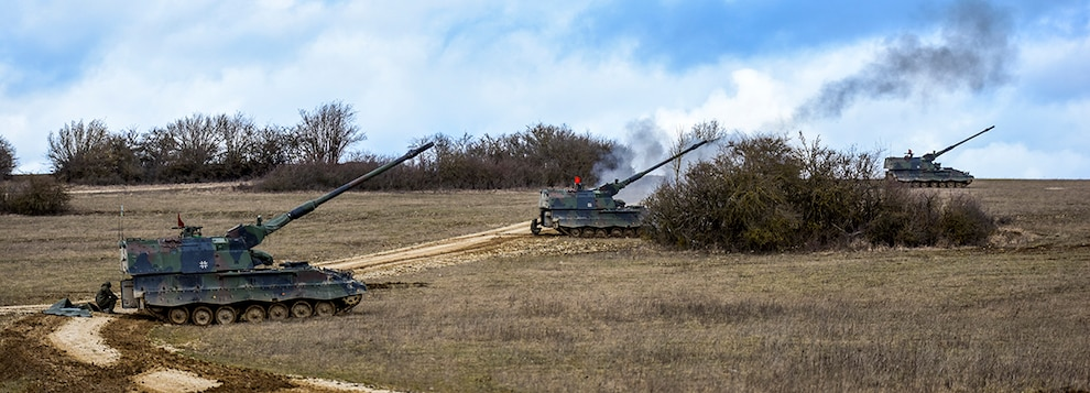 German Panzerhaubitze 2000s, 155mm self-propelled howitzers,  line up to fire into the impact area of Grafenwoehr Training Area, March 5, 2019 during exercise Dynamic Front 19.