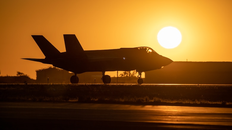 An F-35A Lightning II taxis during sunset