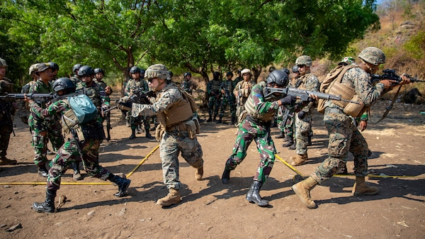 Indonesian, U.S. Marines Enhance Strong Military Relationship