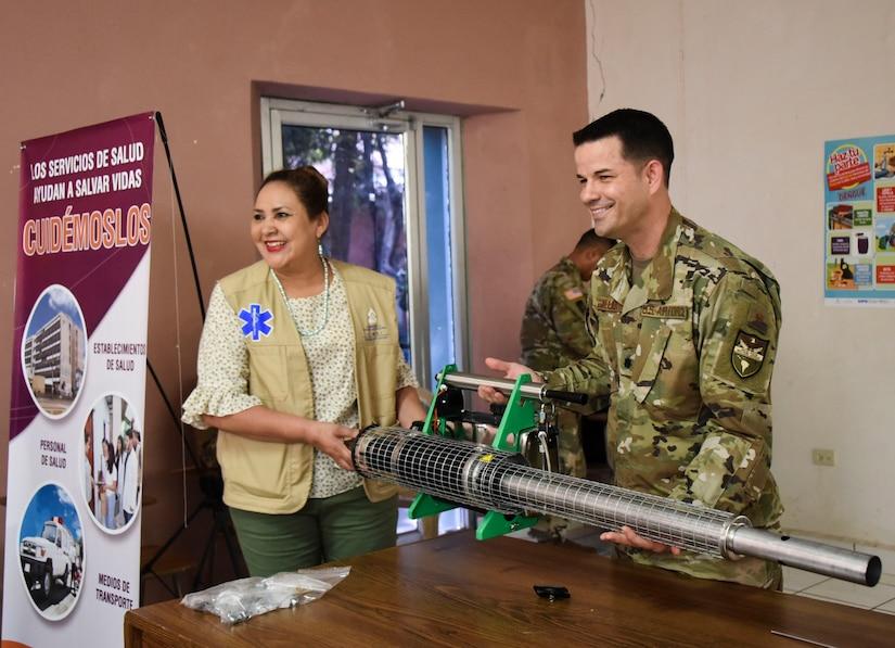 FTC-Bravo dona equipo para apoyar el combate del dengue en Comayagua