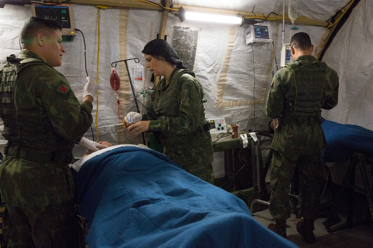 Brazilian sailors and Marines treat a simulated casualty.