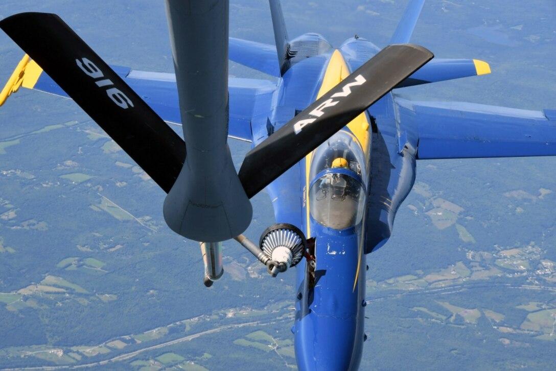916th ARW Refuels the U.S. Navy Blue Angels