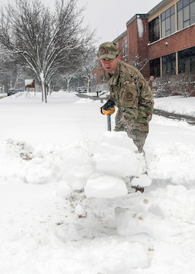 Airmen dig out following winter weather