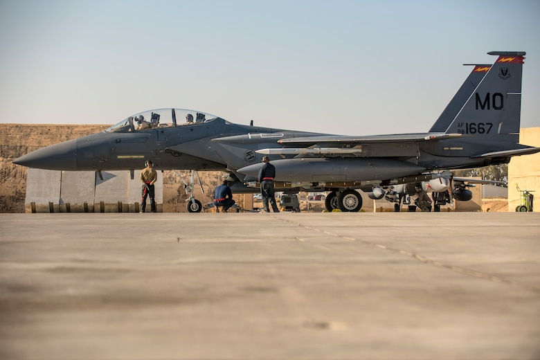 Crew chiefs recover an F-15E Strike Eagle after flight