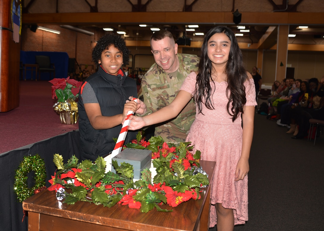 """Bensley students warm up DSCR tree lighting ceremony with """"Hot Chocolate"""""""