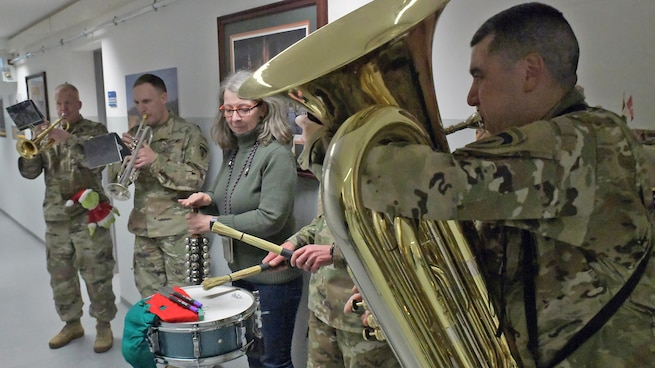 U.S. Army Europe Band and Chorus: Holiday Cheer