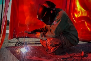 Welding a pit plate