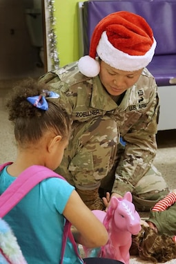 Army Reserve Soldiers bring the holiday spirit
