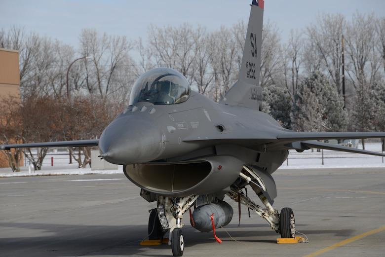 Gray F-16