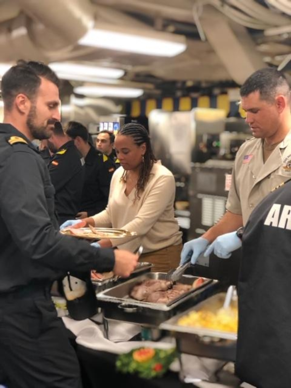 USS Ross hosts Thanksgiving dinner for ESPS Reina Sofia Sailors